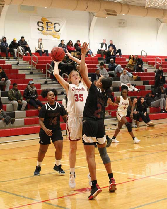 Bloomfield HS girls basketball team falls to University to move to 4-2